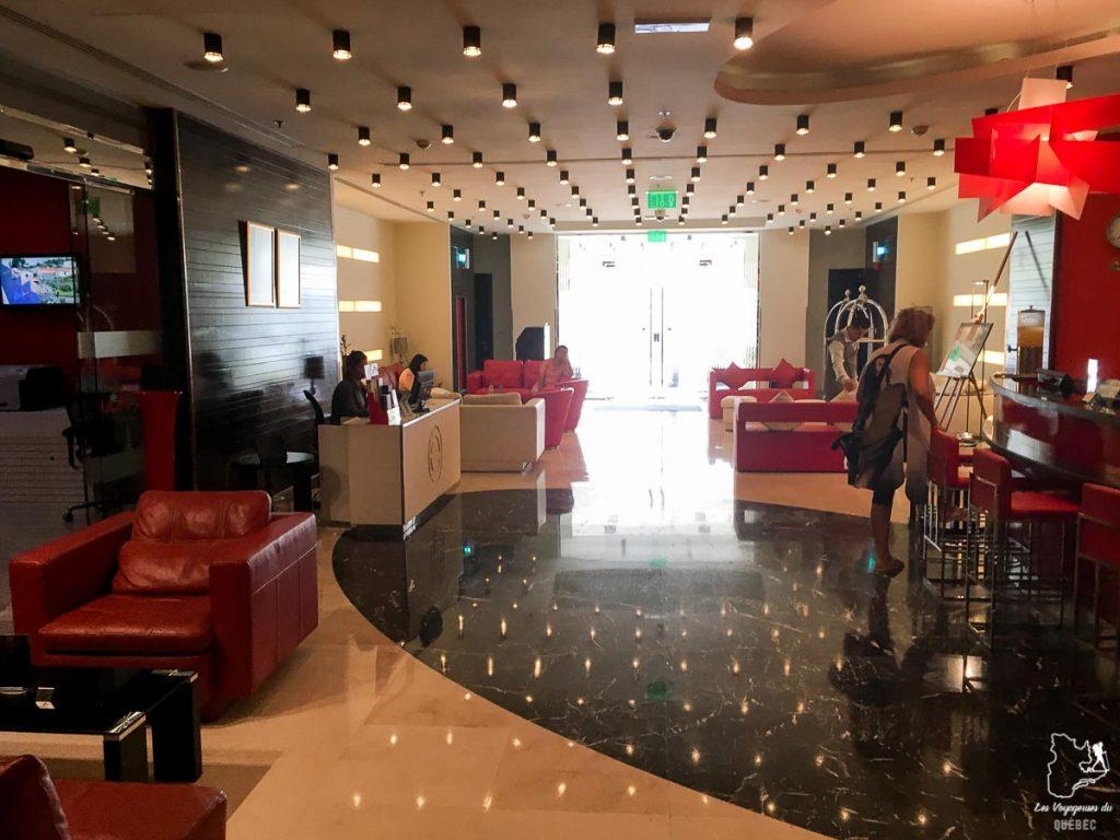 L'hôtel Ramada, un endroit où dormir à Doha dans notre article Visiter Doha au Qatar: Que faire pendant une escale à Doha de 24 heures #doha #qatar #voyage #escale