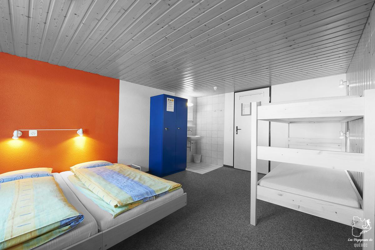 Lit Au Milieu D Une Chambre chambre en dortoir en auberge de jeunesse : pourquoi les choisir