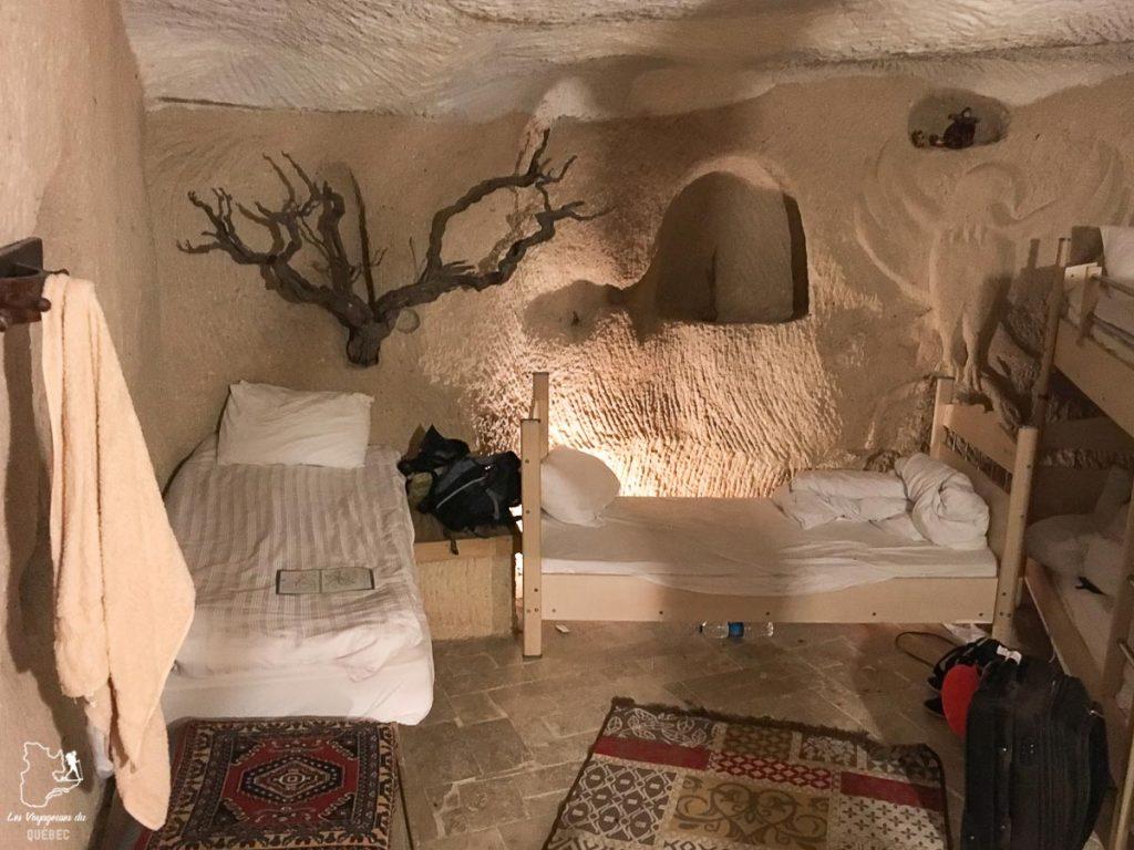 La chambre en dortoir du Stay in Peace cave hostel en Cappadoce en Turquie dans notre article Pourquoi choisir une chambre en dortoir dans une auberge de jeunesse #dortoir #aubergedejeunesse #backpacker #voyage #petitbudget