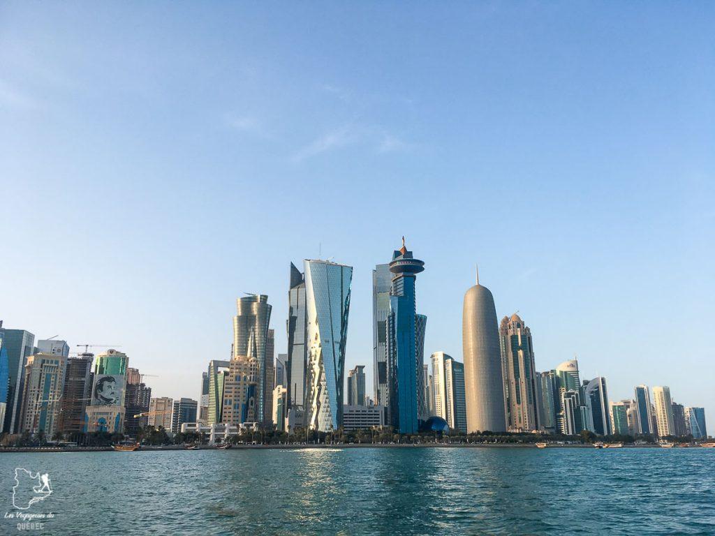 La skyline qu'on voit bien à partir du Dhows dans notre article Visiter Doha au Qatar: Que faire pendant une escale à Doha de 24 heures #doha #qatar #voyage #escale