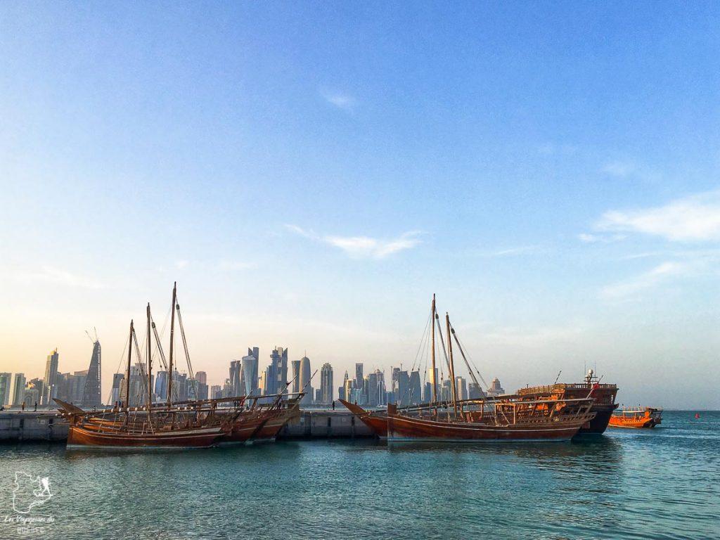 La skyline et les Dhows à Doha dans notre article Visiter Doha au Qatar: Que faire pendant une escale à Doha de 24 heures #doha #qatar #voyage #escale