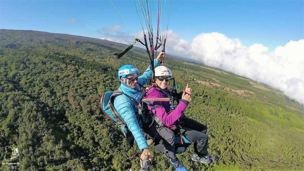 En parapente à l'île de la Réunion dans notre article Randonnée à l'île de la Réunion : Mon trek à l'île intense en groupe organisé #reunion #iledelareunion #voyage #randonnee #trek