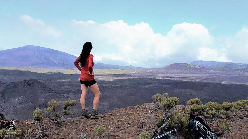 Vue sur le volcan le Piton de la Fournaise à la Réunion dans notre article Randonnée à l'île de la Réunion : Mon trek à l'île intense en groupe organisé #reunion #iledelareunion #voyage #randonnee #trek