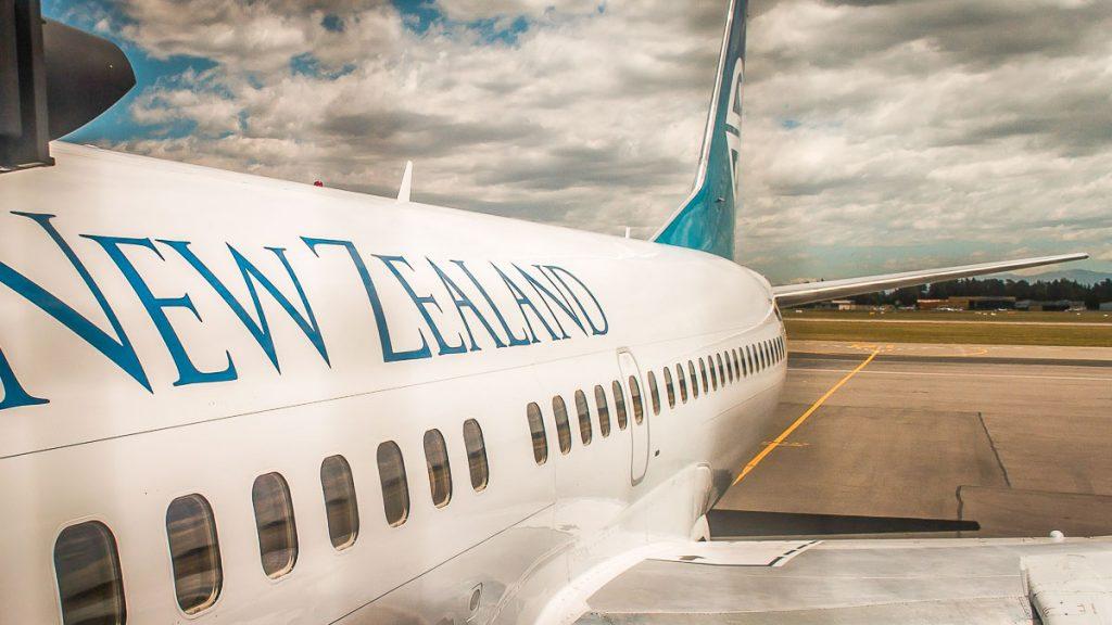 Billet d'avion pour un PVT en Nouvelle-Zélande dans notre article Le PVT en Nouvelle-Zélande : Tout savoir sur le Visa Vacances Travail en Nouvelle-Zélande #pvt #nouvellezelande #visa #oceanie #voyage