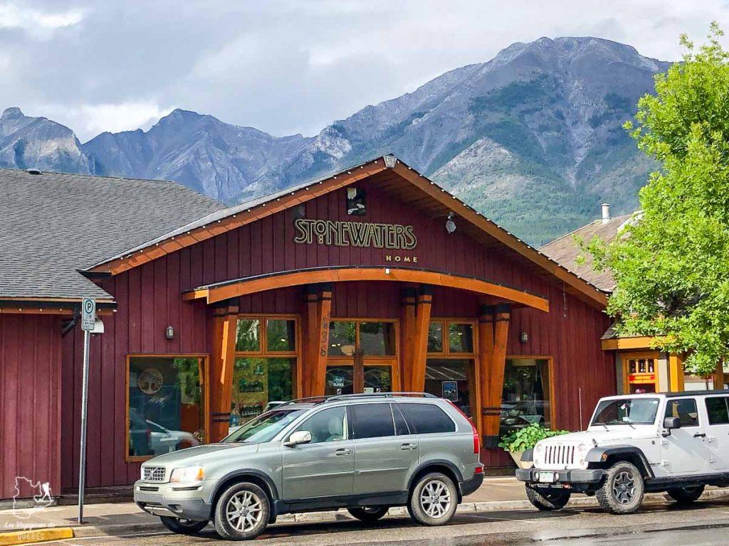 Ville de Canmore dans les Rocheuses canadiennes dans notre article Rocheuses canadiennes : road trip de 3 jours entre Banff et Jasper #rocheuses #rocheusescanadiennes #ouestcanadien #canada #voyage #montagne #alberta