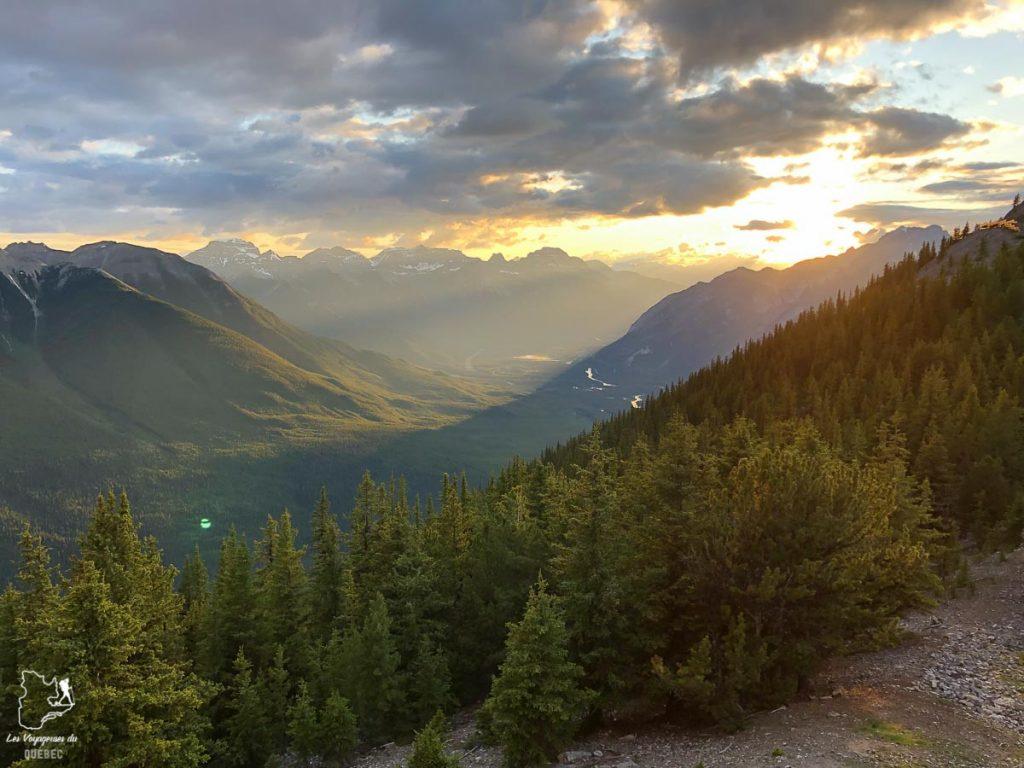 Les montagnes des Rocheuses canadiennes dans notre article Rocheuses canadiennes : road trip de 3 jours entre Banff et Jasper #rocheuses #rocheusescanadiennes #ouestcanadien #canada #voyage #montagne #alberta #roadtrip