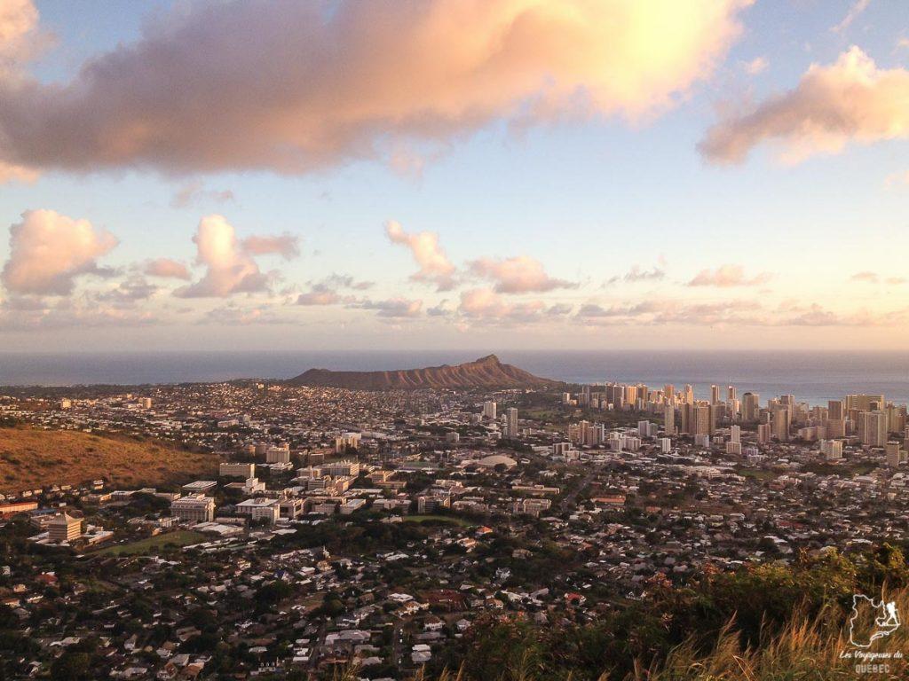 Coucher de soleil du Mont Tantalus dans notre article Que faire à Honolulu sur l'île d'Oahu à Hawaii #oahu #honolulu #hawaii #hawaï #voyage
