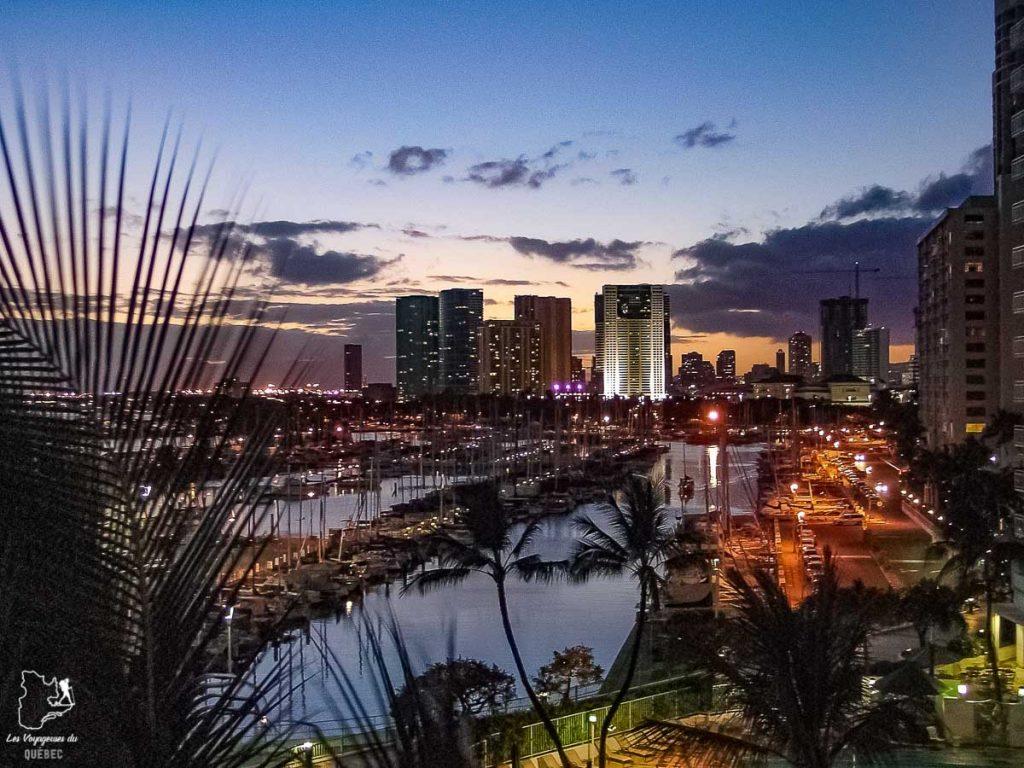 Honolulu sur l'île d'Oahu dans notre article L'île d'Oahu à Hawaii : Activités incontournables à faire lors d'un road trip #oahu #roadtrip #ile #hawaii #honolulu