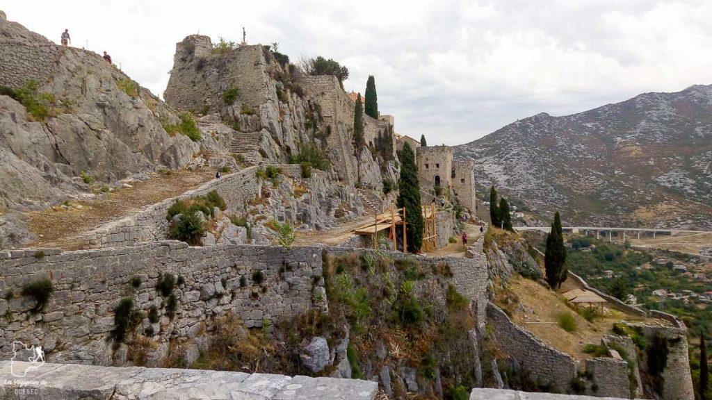 La forteresse de Klis dans notre article Visiter la Croatie : Où aller et que faire en Croatie entre Zadar à Dubrovnik #croatie #balkans #europe #voyage #klis #GOT