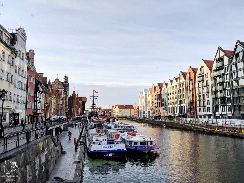 Le long de la rivière Motlawa à Gdansk dans notre article Que faire en Pologne et voir : Itinéraire de 2 semaines à visiter la Pologne #pologne #voyage #europe #itineraire #gdansk