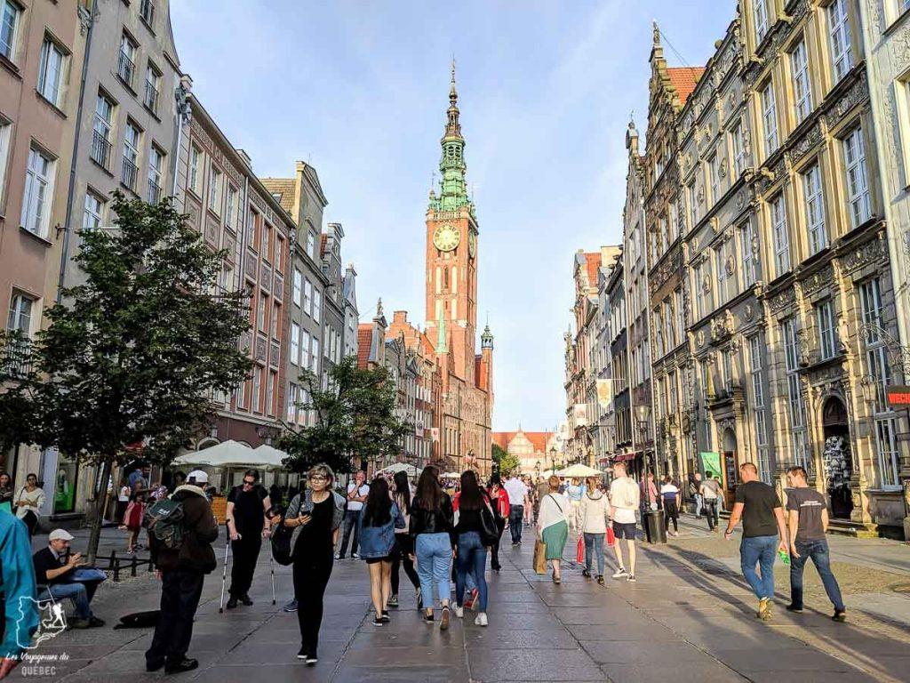 Long street à Gdansk dans notre article Que faire en Pologne et voir : Itinéraire de 2 semaines à visiter la Pologne #pologne #voyage #europe #itineraire #gdansk