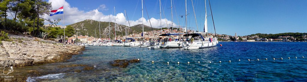 Le port de Hvar dans notre article Visiter la Croatie : Où aller et que faire en Croatie entre Zadar à Dubrovnik #croatie #balkans #europe #voyage #hvar