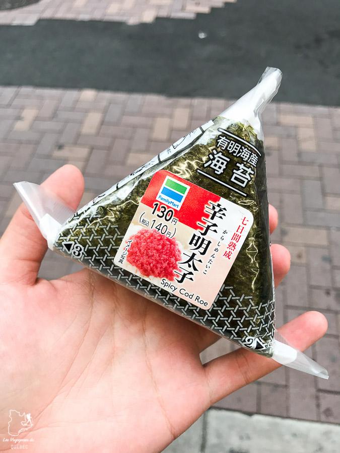 Onigiris, triangles de riz farcis au Japon dans notre article Visiter le Japon : Mes trucs et astuces pour un voyage au Japon réussi #japon #asie #voyage