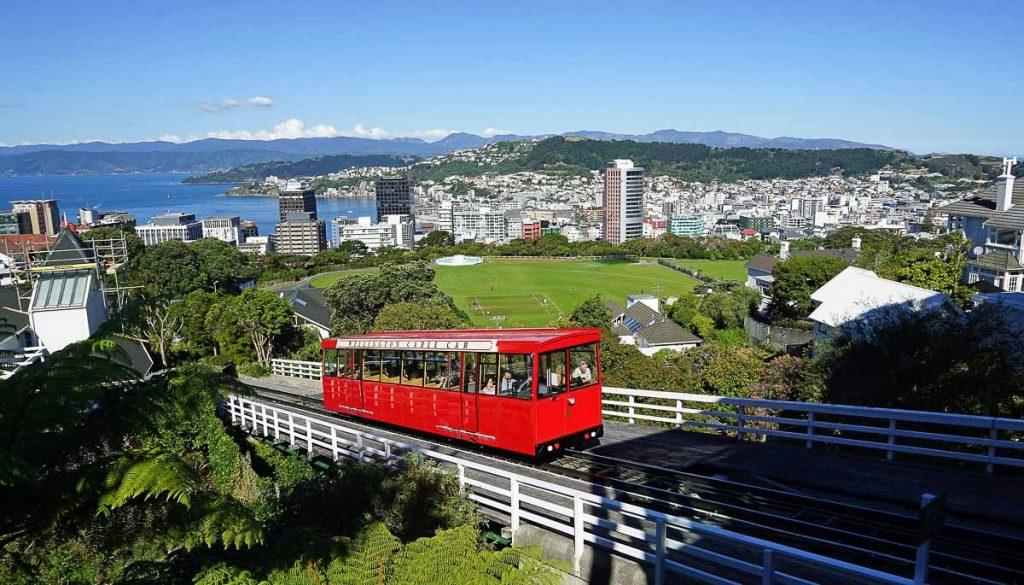 Visiter la ville de Wellington, un incontournable de la Nouvelle-Zélande dans notre article 5 incontournables de la Nouvelle-Zélande : Choses à faire au pays des kiwis #nouvellezelande #oceanie #voyage #incontournables #coupsdecoeur #wellington