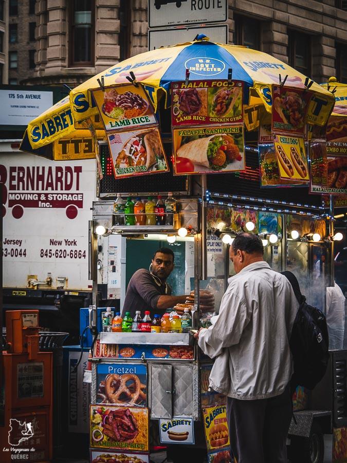 Vendeur ambulant dans Midtown, un quartier de Manhattan dans notre article Manhattan à New York : exploration urbaine des quartiers de Manhattan #newyork #ville #usa #manhattan #etatsunis #amerique #citytrip #midtown