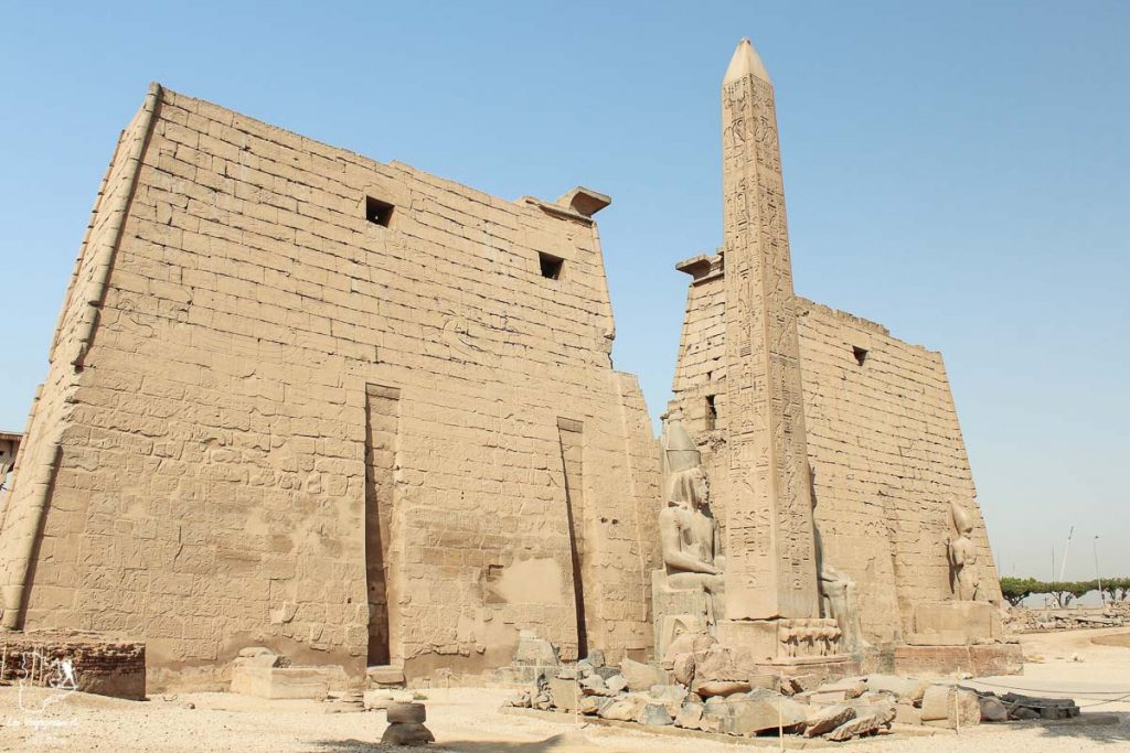 Temple de Louxor le long du Nil en Égypte dans notre article Le Nil en Égypte : L'itinéraire de mon voyage sur le Nil en train #egypte #nil #afrique #train #voyage #louxor