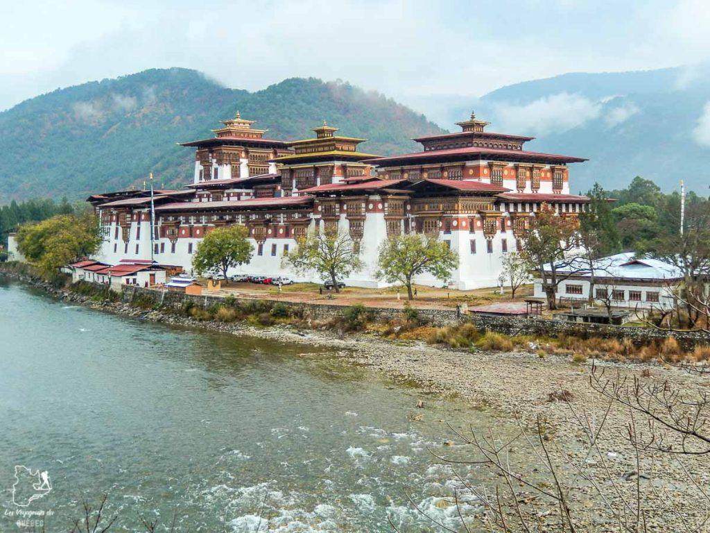 Visiter le Bhoutan et sa forteresse de Punakha dans notre article Visiter le Bhoutan : Voyage dans ce petit royaume enchanteur hors du temps #bhoutan #asie #voyage