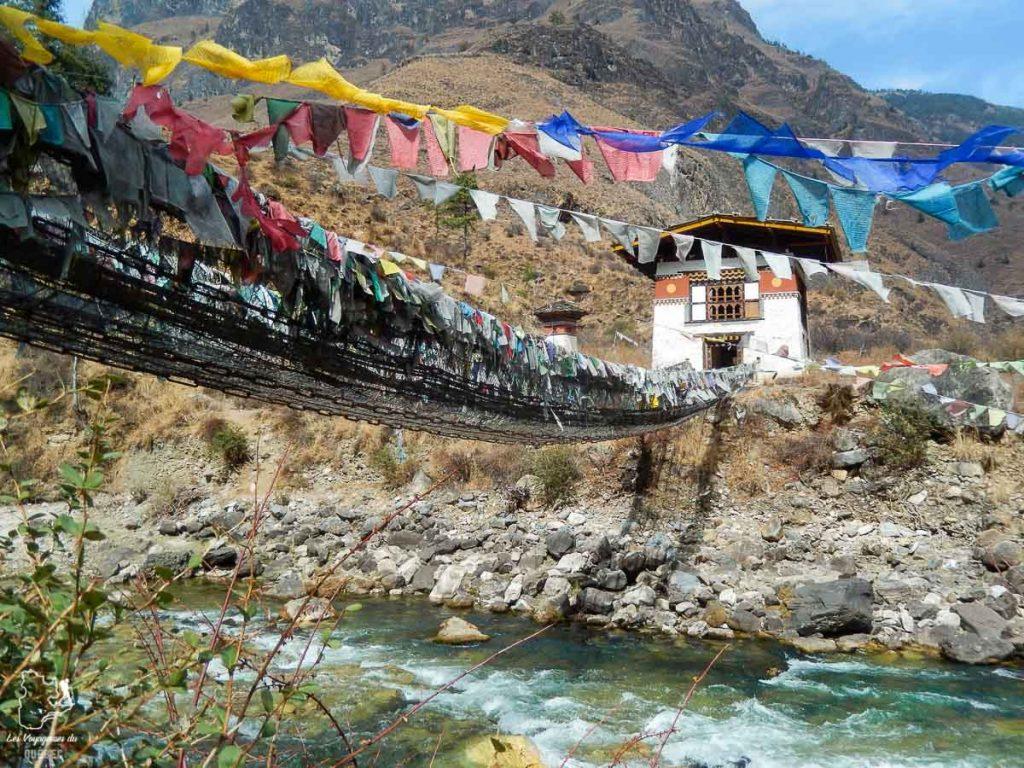 Pont suspendu au Bhoutan dans notre article Visiter le Bhoutan : Voyage dans ce petit royaume enchanteur hors du temps #bhoutan #asie #voyage