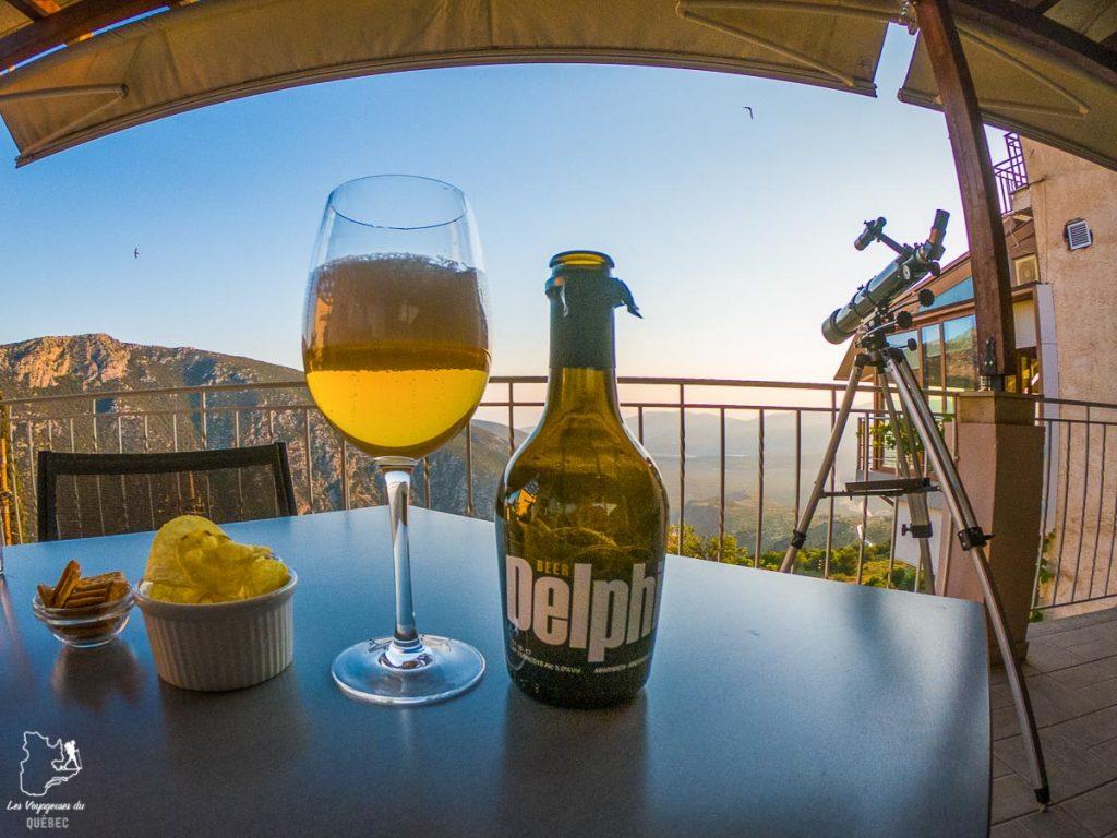 Prendre une bière Delphi à Delphes dans notre article La cuisine grecque : 10 expériences culinaires à vivre en Grèce #grece #cuisine #cuisinegrecque #culinaire #experiencesculinaires #voyage #europe #nourriture