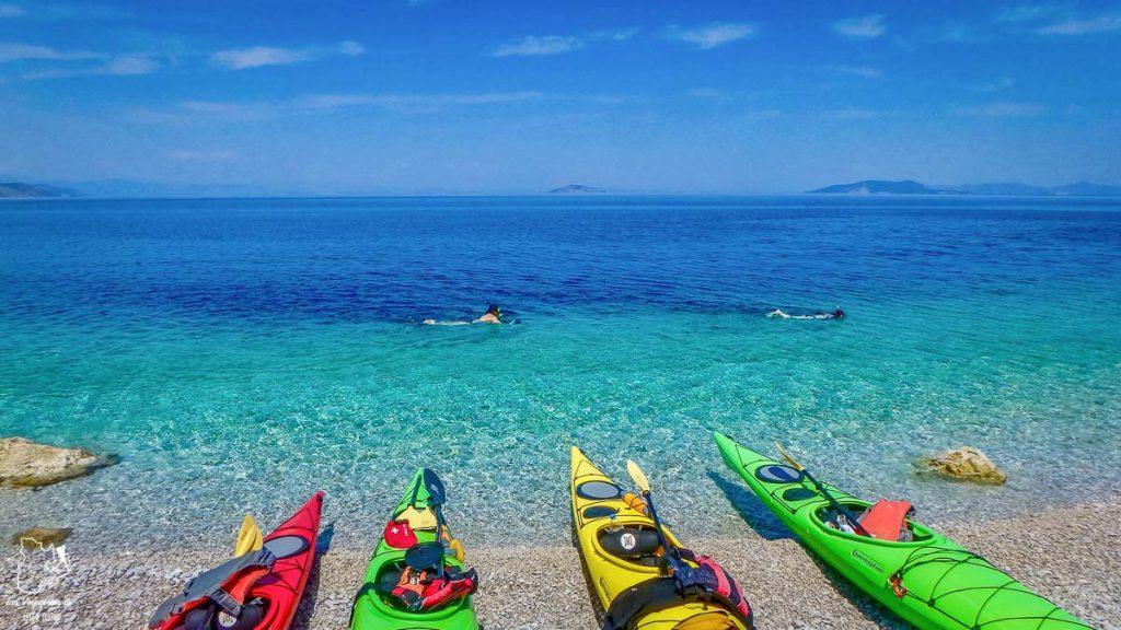 Kayak à Épidaure, pour vivre une expérience culinaire grecque dans notre article La cuisine grecque : 10 expériences culinaires à vivre en Grèce #grece #cuisine #cuisinegrecque #culinaire #experiencesculinaires #voyage #europe #nourriture
