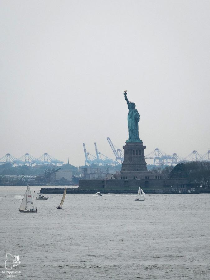 Vue sur la statue de la liberté depuis la Brooklyn Heights Promenade dans notre article Les meilleurs points de vue de New York et endroits pour photographier la ville #newyork #usa #etatsunis #vue #panoramique #pointsdevue