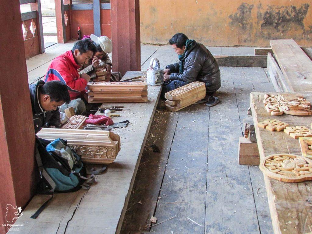 Artisans au Bhoutan dans notre article Visiter le Bhoutan : Voyage dans ce petit royaume enchanteur hors du temps #bhoutan #asie #voyage