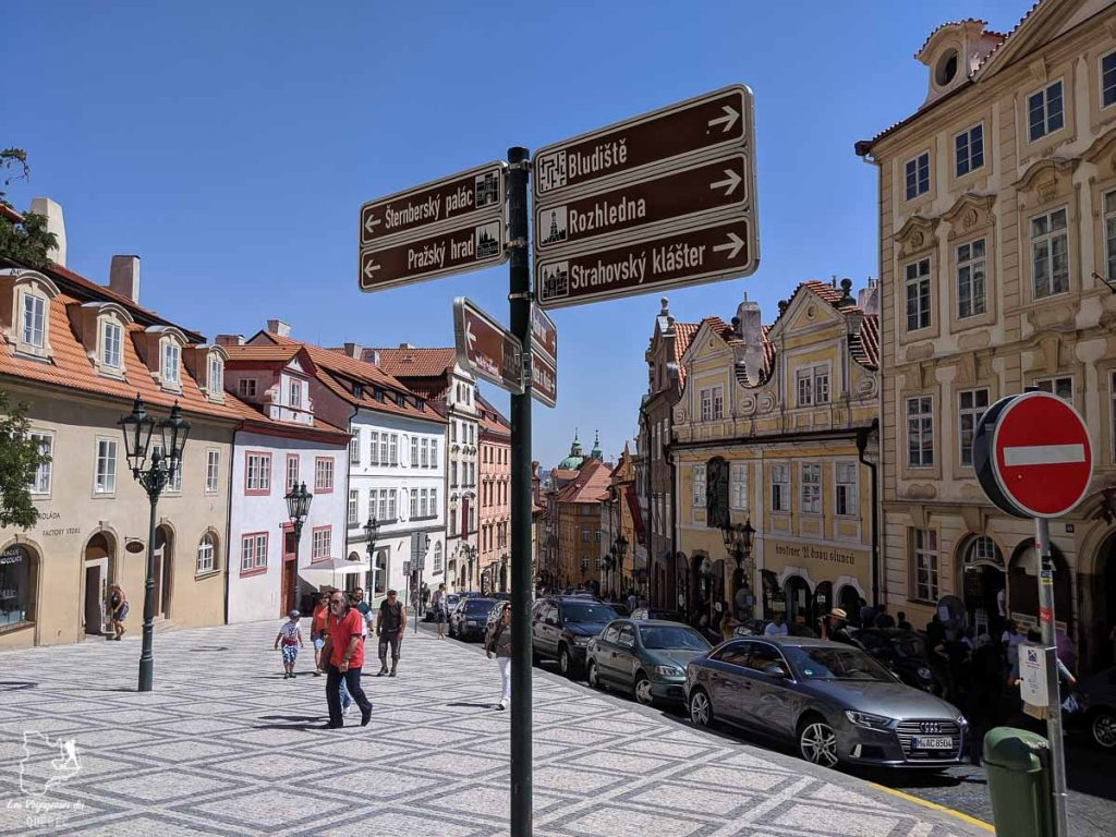 Rue Nerudova à Prague dans notre article Que faire à Prague : Les incontournables pour visiter Prague en un week-end #prague #republiquetcheque #citytrip #week-end #europe #voyage