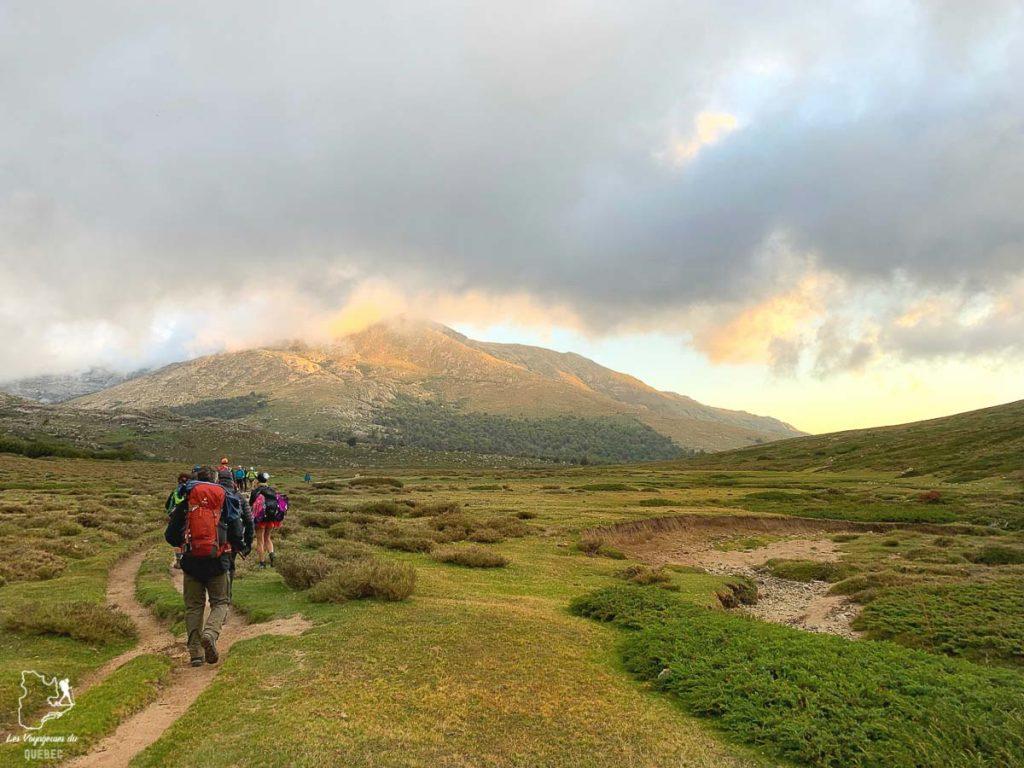Plateau du Camputile sur le sentier de randonnée du GR20 en Corse dans notre article Faire le Gr20 en Corse : Tout savoir sur cette longue randonnée en Corse #corse #GR20 #France #voyage #trek #randonnee