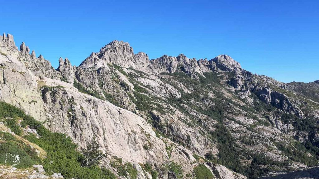 La crête des Pinzi Corbini sur le GR20 en Corse dans notre article Faire le Gr20 en Corse : Tout savoir sur cette longue randonnée en Corse #corse #GR20 #France #voyage #trek #randonnee