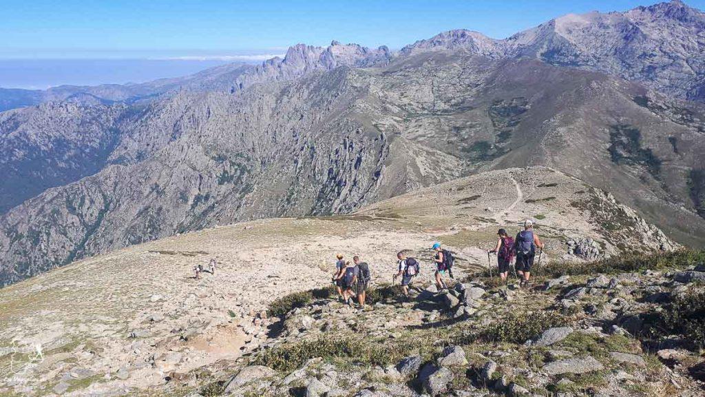 Au sommet du Muratellu à 2020 mètres sur le parcours du GR20 en Corse dans notre article Faire le Gr20 en Corse : Tout savoir sur cette longue randonnée en Corse #corse #GR20 #France #voyage #trek #randonnee