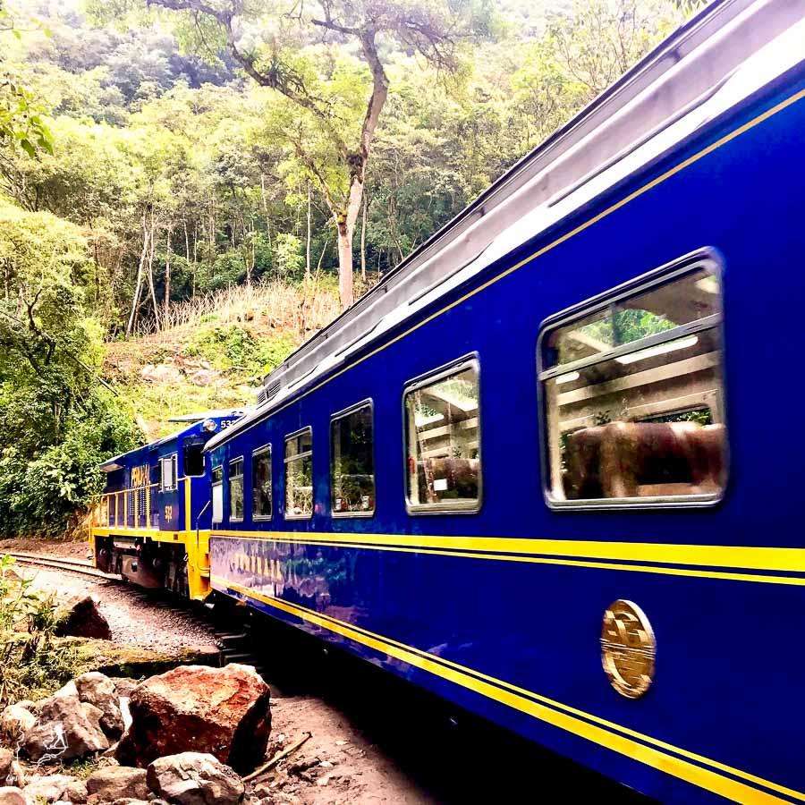 Le train, le meilleur mode de transport pour se déplacer vers le Machu Picchu dans notre article Comment se déplacer au Pérou : Petit guide pratique des transports au Pérou #perou #transport #sedeplacer #ameriquedusud #voyage