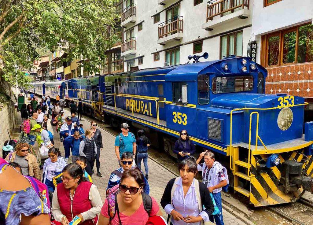 Le train, un mode de transport longue distance pour se déplacer au Pérou dans notre article Comment se déplacer au Pérou : Petit guide pratique des transports au Pérou #perou #transport #sedeplacer #ameriquedusud #voyage