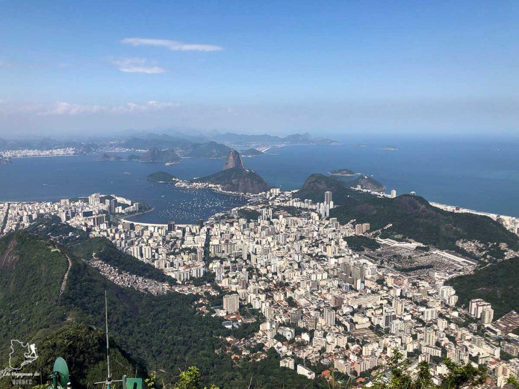 Vue du sommet du mont Corcovado, incontournable de que faire à Rio de Janeiro dans notre article Visiter Rio de Janeiro au Brésil : Que faire à Rio, la belle! #rio #riodejaneiro #bresil #ameriquedusud #voyage