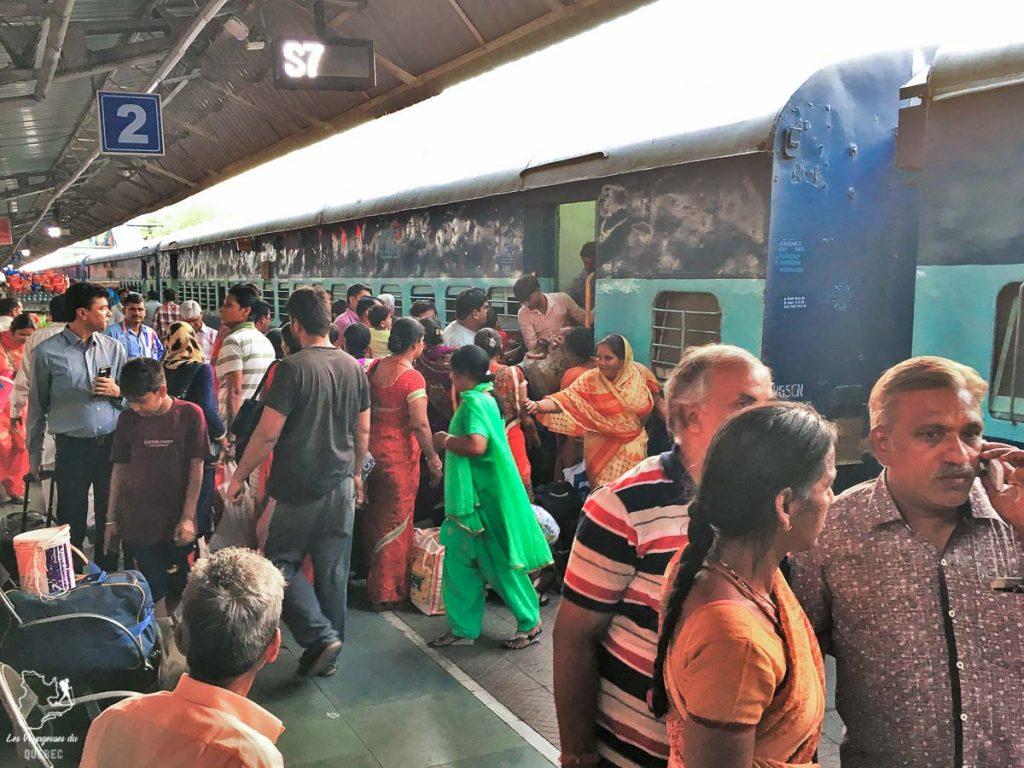 La gare de train en Inde dans notre article Bus et train en Inde : Démystifier la réservation de train en Inde et de bus #train #bus #inde #voyage #transport #sedeplacer