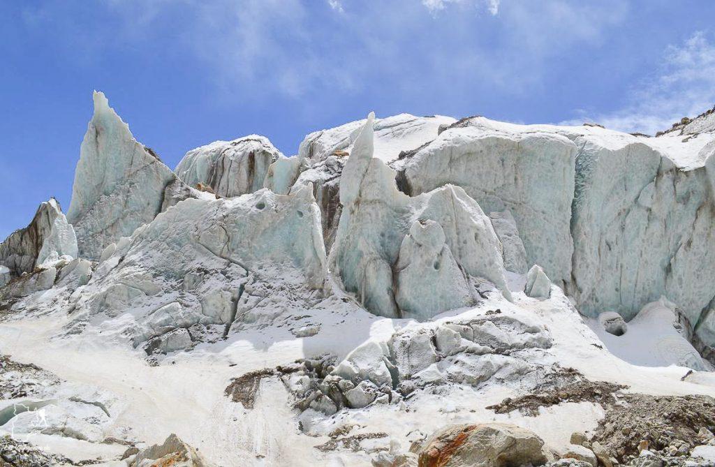 Réverbération solaire sur la neige en haute altitude dans notre article Comment se préparer à la haute altitude pour éviter le mal des montagnes #montagne #hautealtitude #hautemontagne #maldesmontagnes #malaigudesmontagnes #randonnee #hautealtitude