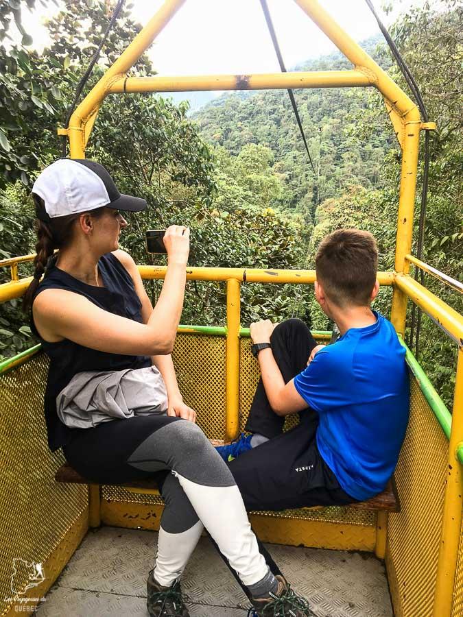 La Tarabita au dessus d'un canyon à Mindo en Équateur dans notre article Mindo en Équateur : Que faire et voir dans ce lieu à la faune et la flore unique #equateur #mindo #ameriquedusud #voyage