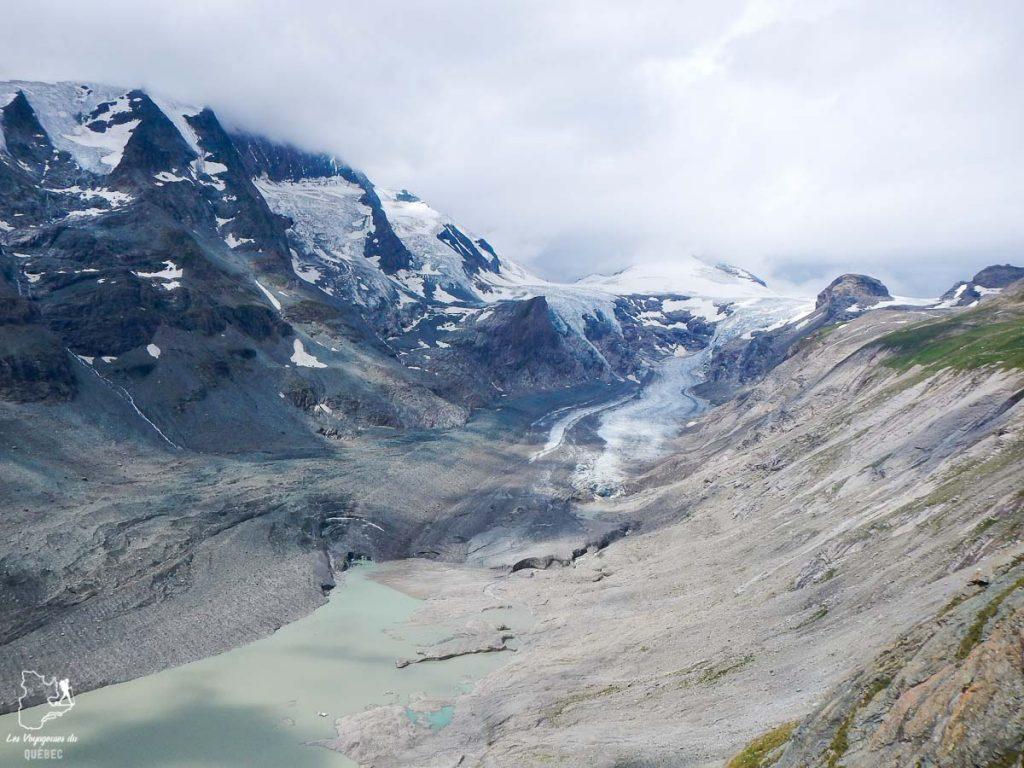 Le glacier Pasterze sur la route du Grossglockner dans les Alpes autrichiennes dans notre article Voyage dans les Alpes autrichiennes en été, ces belles montagnes d'Autriche #alpes #autriche #alpesautrichiennes #montagnes #voyage #europe