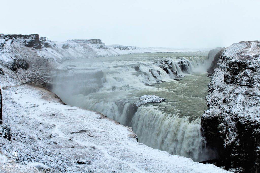 Visiter en Islande les chutes de Gullfoss dans notre article Visiter l'Islande : quoi faire et voir en 4 jours seulement #islande #europe #voyage