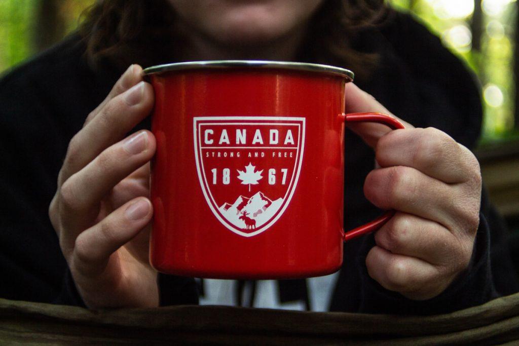 Fierté canadienne dans mon article 6 mois de voyage à l'étranger, ce que cela m'a fait réaliser #voyage #retourdevoyage #6moisdevoyage #reflexion