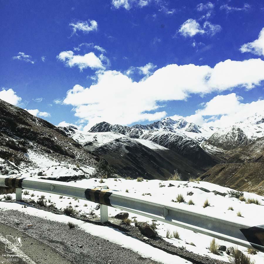 Sommets enneigés au Pérou sur la Inca jungle trail dans notre article Randonnée sur l'Inca jungle trail : Mon trek au Machu Picchu en famille #randonnee #trek #incajungletrail #machupicchu #perou #ameriquedusud #unesco
