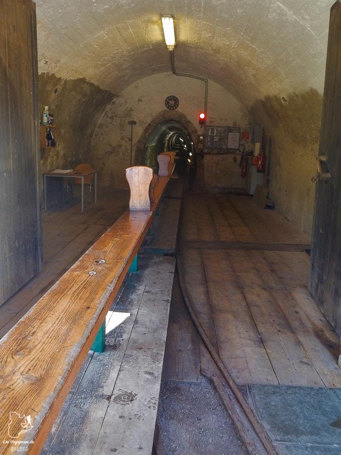 Train dans la mine de sel d'Hallstatt en Autriche dans notre article Hallstatt en Autriche : Petit guide pour visiter Hallstatt et ses environs #hallstatt #autriche #europe #voyage #alpes