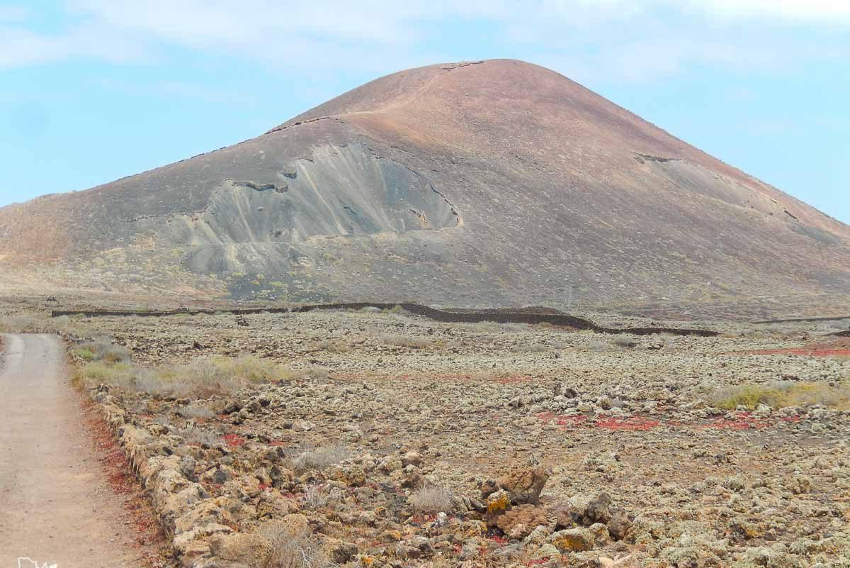 Randonnée au Volcan Calderon Honda à Fuerteventura dans notre article Visiter Fuerteventura : petit paradis des îles Canaries en Espagne #Fuerteventura #canaries #espagne #voyage #ile