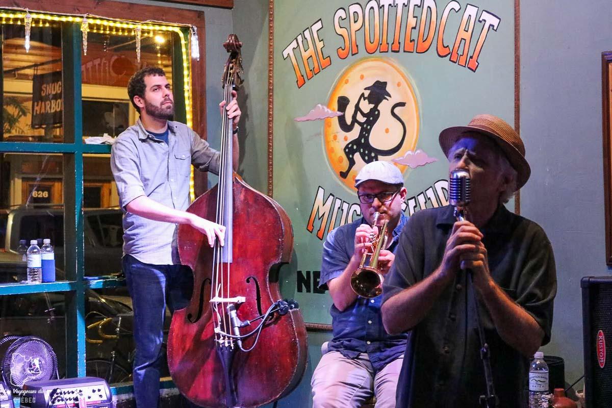 Spectacle de jazz sur Frenchmen street en Nouvelle-Orléans dans notre article 5 incontournables de la Nouvelle-Orléans à visiter en 3 jours #nouvelleorleans #louisiane #usa #etatsunis #voyage #amerique