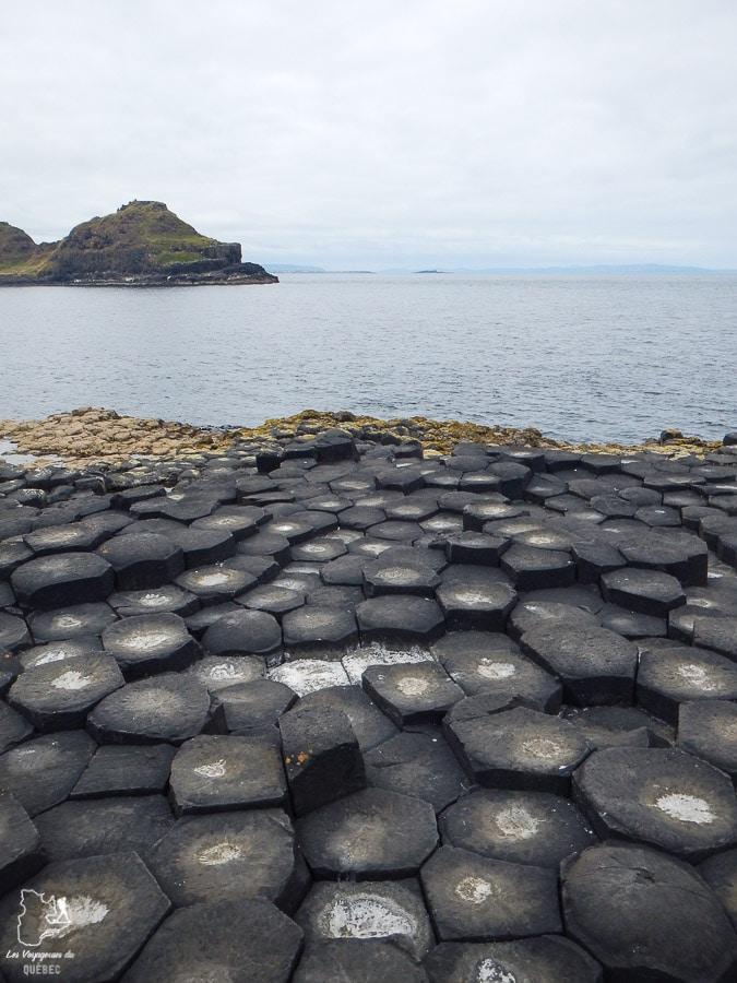 Giant's Causeway, incontournable d'un road trip en Irlande du Nord dans notre article Road trip en Irlande : 3 semaines de road trip en couple à travers l'Irlande #irlande #irlandedunord #roadtrip #circuit #europe #voyage
