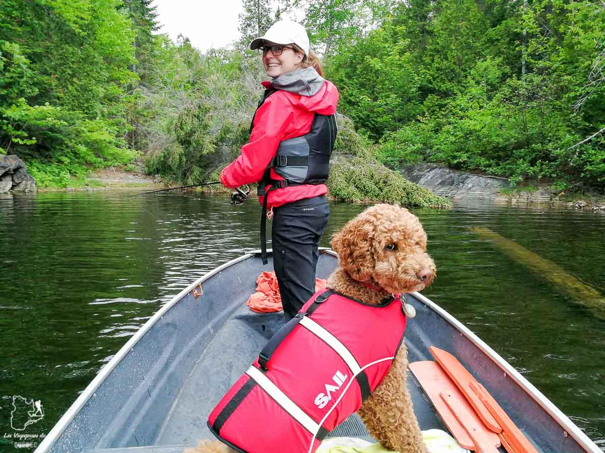 Aller à la pêche avec son chien au Québec dans notre article Voyager avec son chien au Québec : Que faire et où aller #quebec #chien #voyager