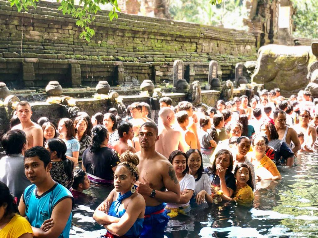 Purification au Tirta Empul temple près d'Ubud dans notre article Voyage à Bali : 1 mois à visiter Bali en Indonésie entre découvertes et farniente #bali #indonesie #asie #voyage #ile