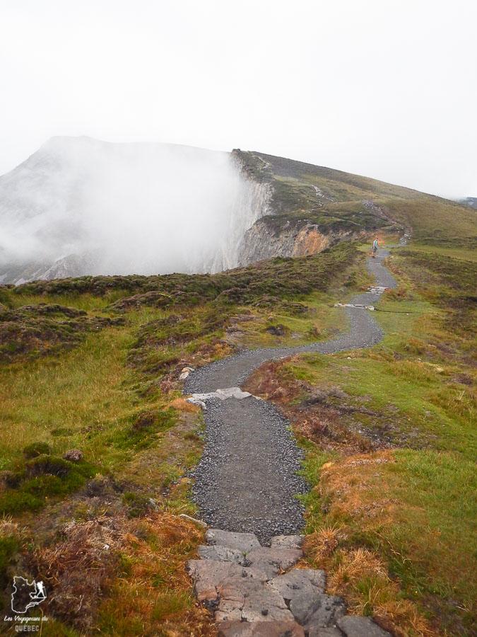 Randonnée aux falaises de Slieve League en Irlande dans notre article Road trip en Irlande : 3 semaines de road trip en couple à travers l'Irlande #irlande #irlandedunord #roadtrip #circuit #europe #voyage