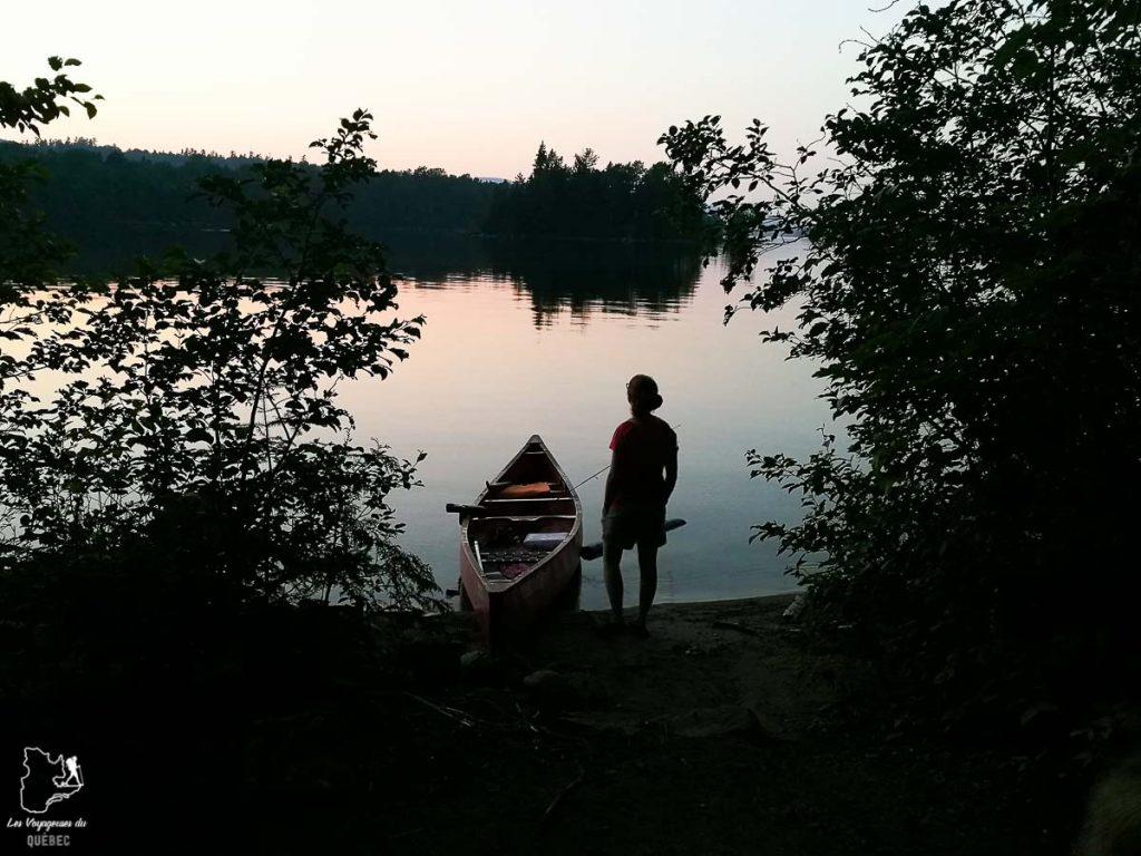Canot-camping avec son chien au Québec dans notre article Voyager avec son chien au Québec : Que faire et où aller #quebec #chien #voyager