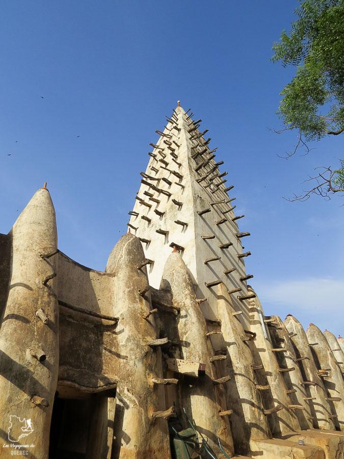 La mosquée de Bobo Dioulasso au Burkina Faso dans notre article Mon voyage au Burkina Faso : Que faire et visiter en 10 incontournables #burkinafaso #afrique #voyage
