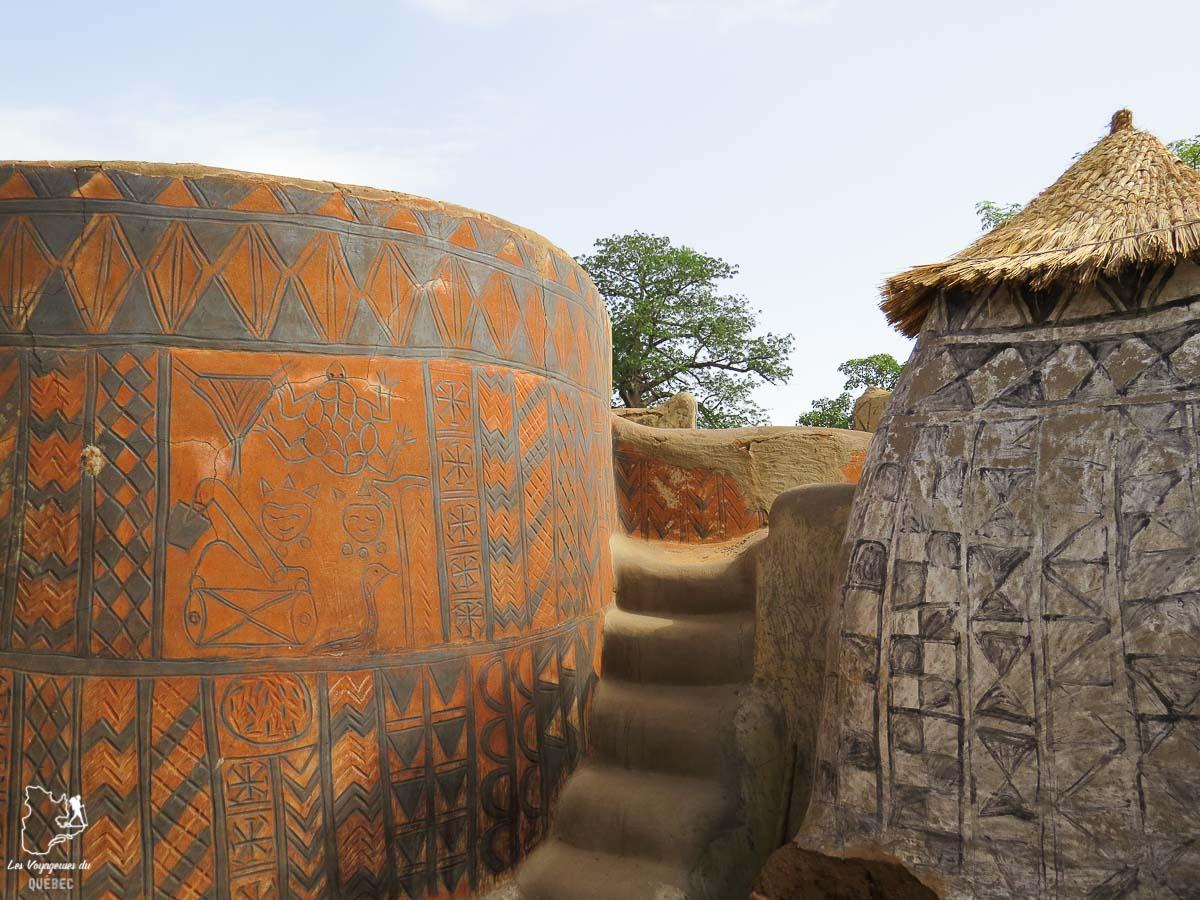 Visiter la cour royale de Tiebélé dans notre article Mon voyage au Burkina Faso : Que faire et visiter en 10 incontournables #burkinafaso #afrique #voyage
